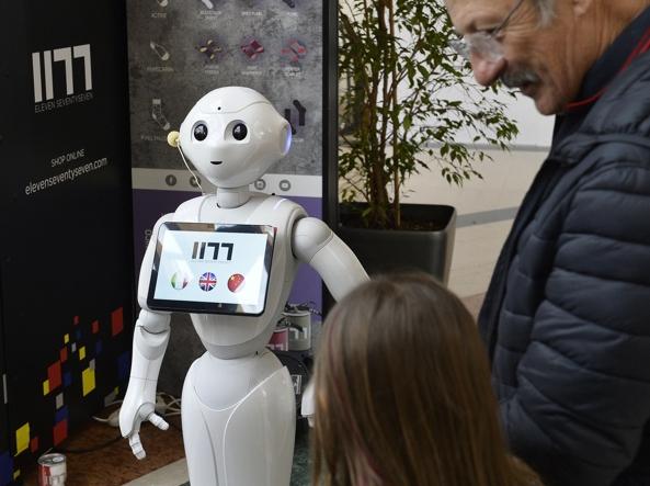 Pepper, il robot-commesso è un dipendente modello - Corriere.it